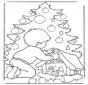 Garçon chez l'arbre de Noël