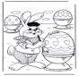 Le lièvre de Pâques décore les oeufs