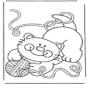 Petit chat avec pelote de laine